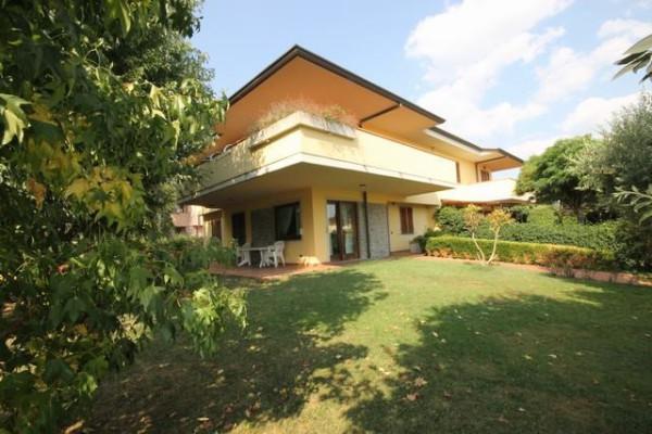 Villa in Vendita a Capannori Periferia Est: 5 locali, 300 mq