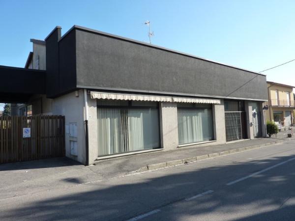 Negozio / Locale in affitto a Olgiate Comasco, 2 locali, prezzo € 1.000 | Cambio Casa.it