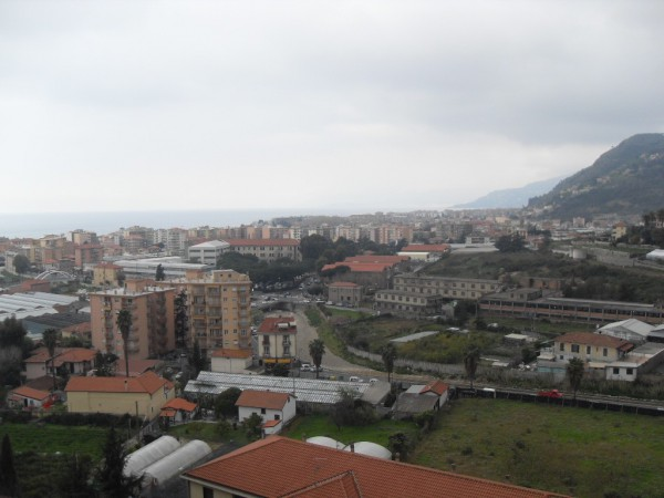 Appartamento in vendita a Vallecrosia, 3 locali, prezzo € 215.000 | Cambio Casa.it