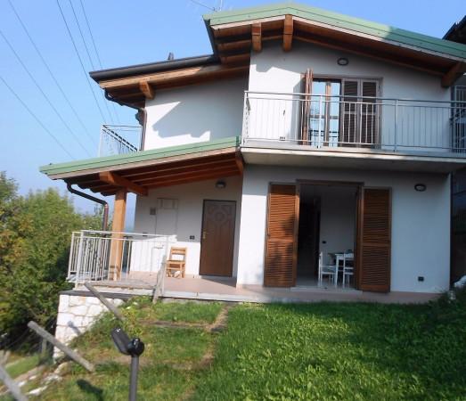Villa in vendita a Albino, 4 locali, prezzo € 329.000 | Cambio Casa.it