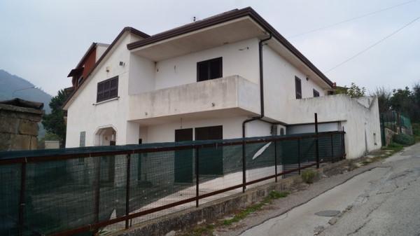 Soluzione Indipendente in vendita a Piana di Monte Verna, 6 locali, prezzo € 150.000 | Cambio Casa.it