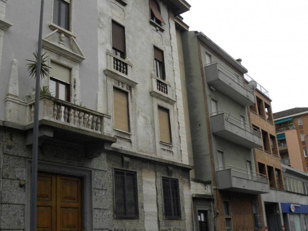 Bilocale Milano Via Accademia 4