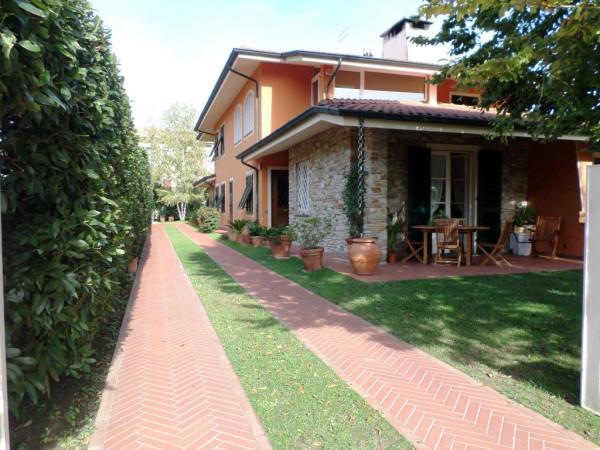 Villa in vendita a Porcari, 5 locali, prezzo € 395.000 | Cambio Casa.it