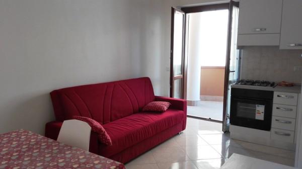 Appartamento in vendita a Ladispoli, 2 locali, prezzo € 120.000 | Cambio Casa.it