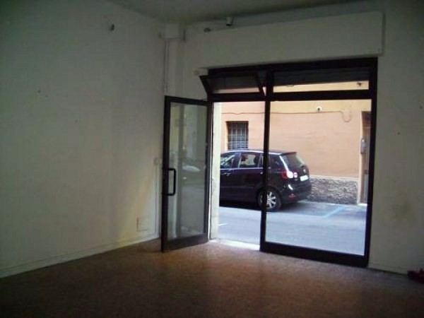 Negozio-locale in Affitto a Bologna Centro: 1 locali, 30 mq