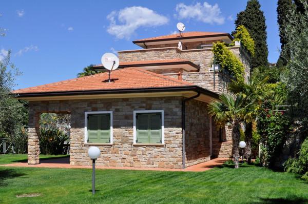 Villa in Vendita a Bordighera Periferia: 5 locali, 436 mq