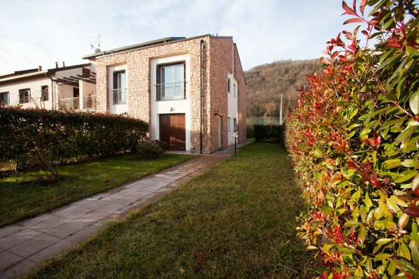 Villa a Schiera in vendita a Cuasso al Monte, 3 locali, prezzo € 189.000 | Cambio Casa.it