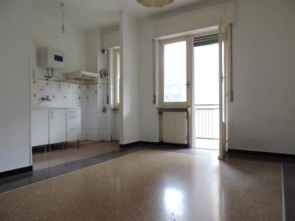 Bilocale Genova Via Cadighiara 2