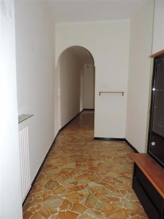 Bilocale Genova Via Cadighiara 6