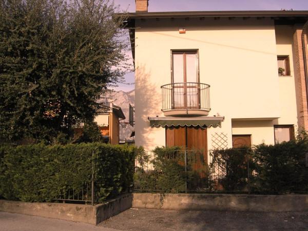 Villa in vendita a Valmadrera, 4 locali, prezzo € 360.000 | CambioCasa.it