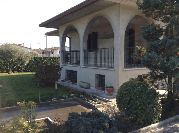 Villa in vendita a San Zenone degli Ezzelini, 6 locali, prezzo € 300.000 | Cambio Casa.it