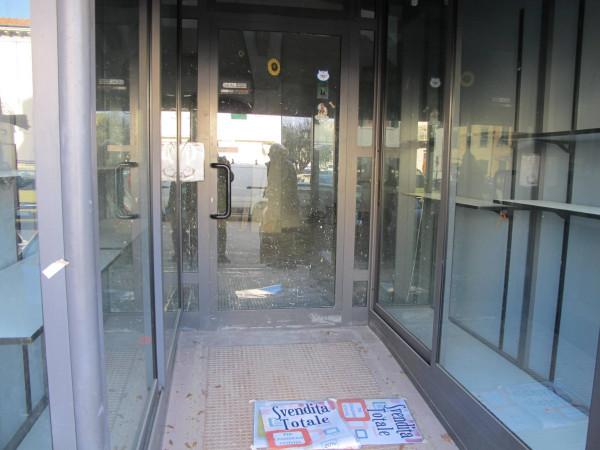 Negozio-locale in Affitto a Pistoia Centro: 5 locali, 129 mq