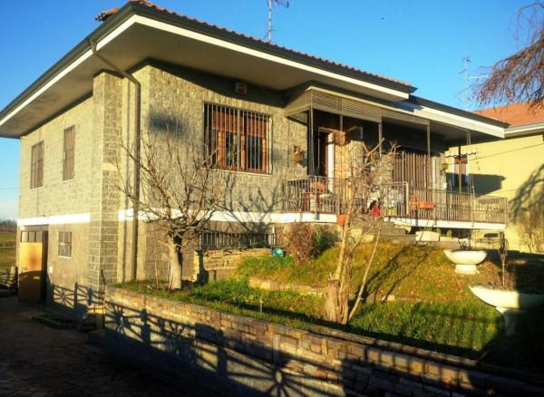 Villa in vendita a Oleggio, 3 locali, prezzo € 199.000 | Cambio Casa.it