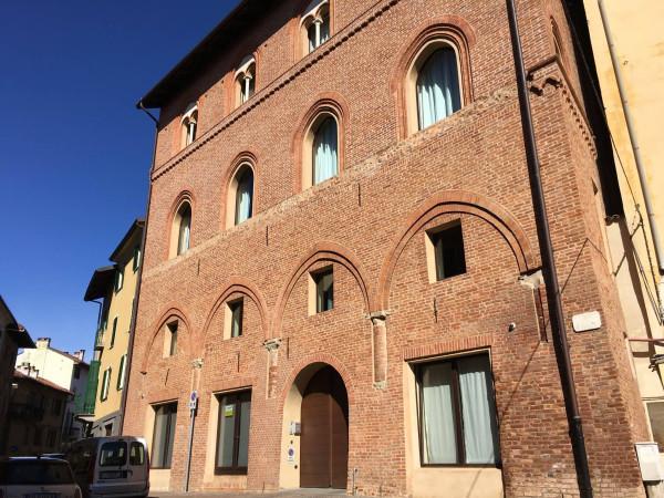 Negozio / Locale in affitto a Chieri, 2 locali, prezzo € 850 | Cambio Casa.it