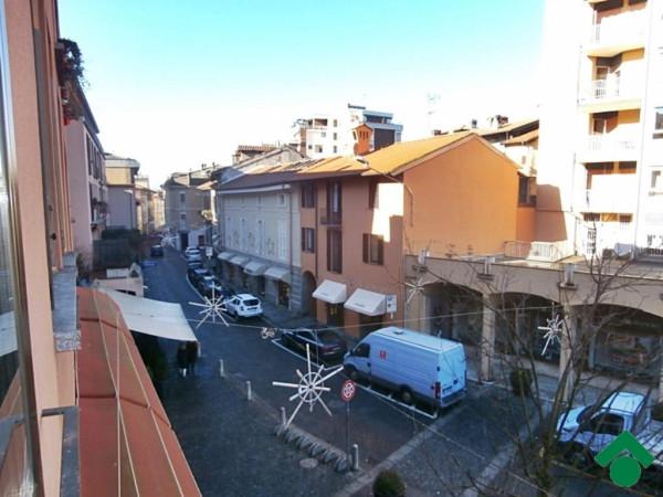 Bilocale Sesto Calende Piazza Garibaldi 3