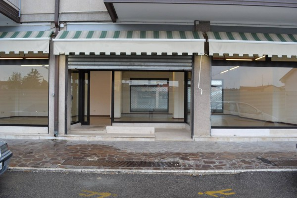 Negozio / Locale in affitto a Villafranca di Verona, 1 locali, prezzo € 1.100 | Cambio Casa.it