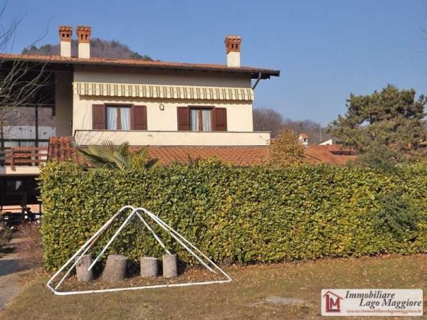 Appartamento in vendita a Angera, 3 locali, prezzo € 160.000 | Cambio Casa.it