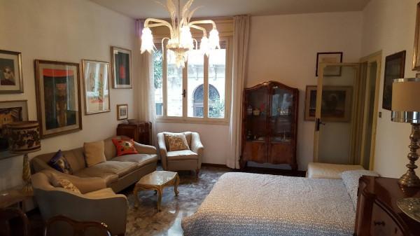 Appartamento in vendita a Venezia, 5 locali, zona Zona: 8 . Lido, prezzo € 425.000   Cambio Casa.it