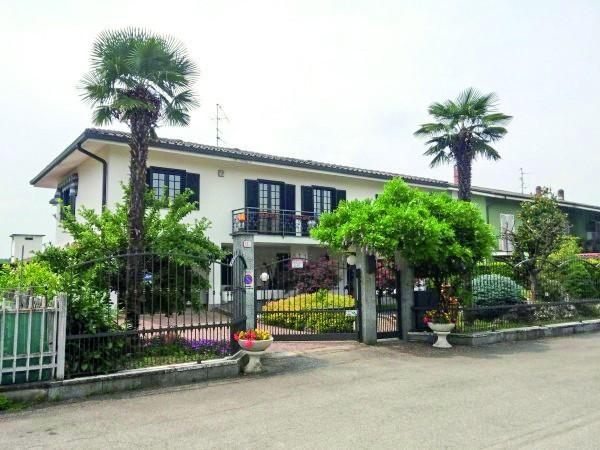 Villa in Vendita a Poirino Centro: 5 locali, 280 mq