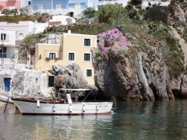 Villa in vendita a Ponza, 6 locali, prezzo € 1.200.000 | Cambio Casa.it