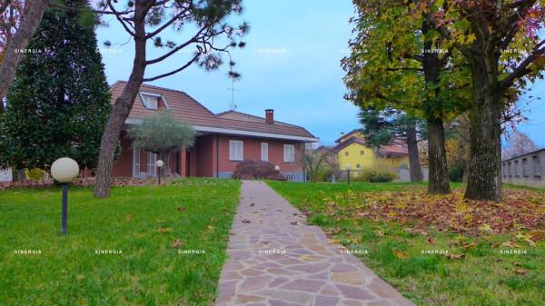 Villa in vendita a Albairate, 6 locali, prezzo € 715.000 | CambioCasa.it