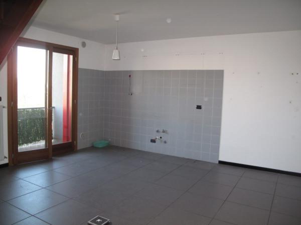 Appartamento in affitto a Trevignano, 5 locali, prezzo € 500 | Cambio Casa.it