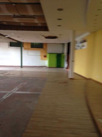 Capannone in affitto a Napoli, 1 locali, zona Zona: 10 . Bagnoli, Fuorigrotta, Agnano, prezzo € 1.000 | Cambio Casa.it