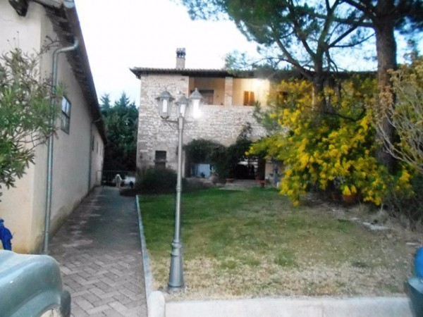 Rustico / Casale in vendita a Trevi, 6 locali, prezzo € 250.000 | Cambio Casa.it