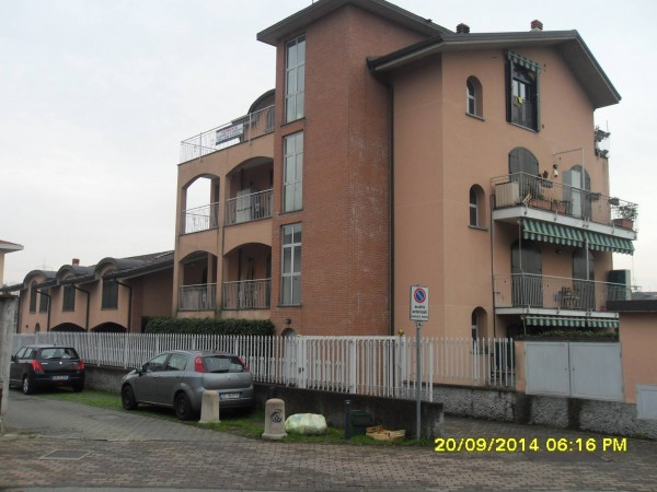 Appartamento in vendita a Origgio, 3 locali, prezzo € 160.000 | Cambio Casa.it