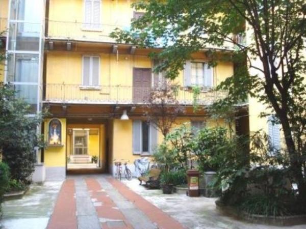 Bilocale Milano Via Antonio Tolomeo Trivulzio 6