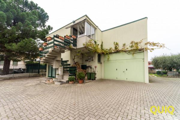 Villa in vendita a Malgrate, 4 locali, Trattative riservate | Cambio Casa.it