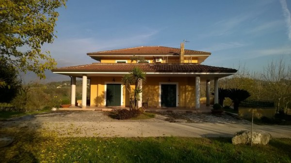 Villa in vendita a Alvignano, 6 locali, Trattative riservate | CambioCasa.it