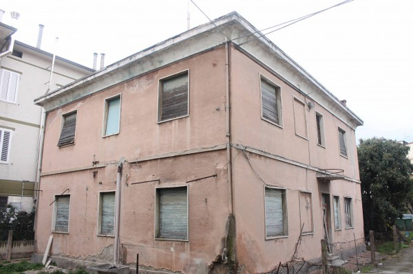 Villa in vendita a Civitanova Marche, 6 locali, prezzo € 335.000 | Cambio Casa.it