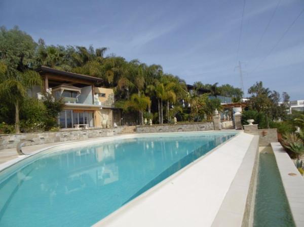 Villa in Vendita a Letojanni Periferia: 5 locali, 400 mq