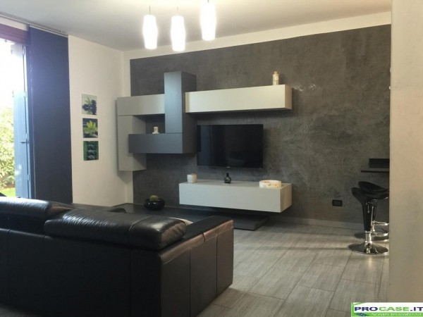 Villa in vendita a Rovello Porro, 4 locali, prezzo € 285.000 | Cambio Casa.it