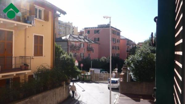 Bilocale Genova Via Gabriele Rossetti 3
