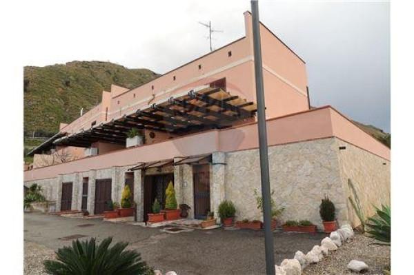 Appartamento in vendita a Letojanni, 6 locali, prezzo € 275.000 | Cambio Casa.it