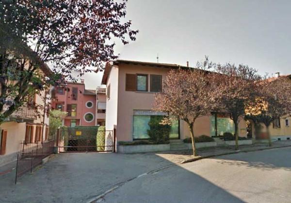 Negozio / Locale in vendita a Monvalle, 2 locali, prezzo € 110.000 | Cambio Casa.it