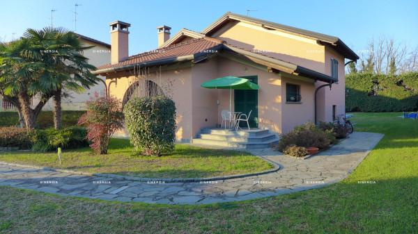 Villa in vendita a Abbiategrasso, 5 locali, prezzo € 780.000 | CambioCasa.it