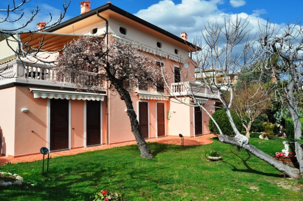 Villa in Vendita a San Remo: 5 locali, 315 mq