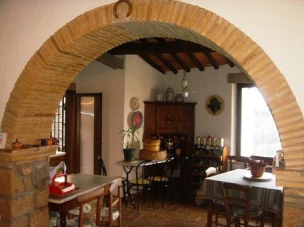Soluzione Indipendente in vendita a Pitigliano, 6 locali, prezzo € 225.000 | Cambio Casa.it