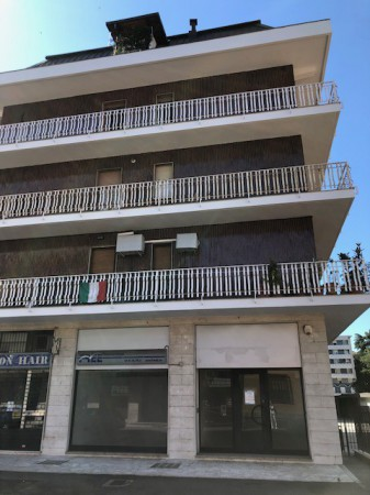 Negozio / Locale in vendita a Bresso, 5 locali, prezzo € 221.000 | Cambio Casa.it