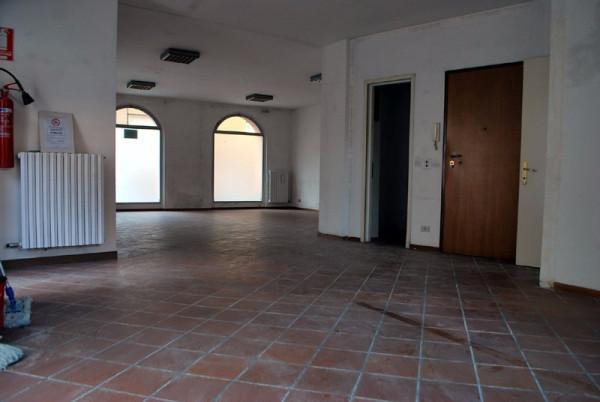 Negozio / Locale in affitto a Alba, 1 locali, prezzo € 950 | Cambio Casa.it