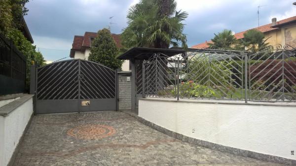 Villa in vendita a Carnago, 6 locali, prezzo € 450.000 | Cambio Casa.it