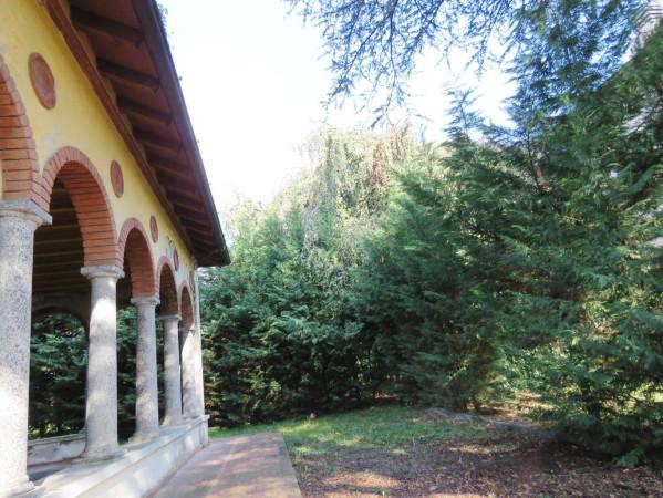 Villa in vendita a Mezzago, 6 locali, prezzo € 750.000 | CambioCasa.it