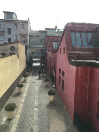 Bilocale Milano Via Cesare Ajraghi 10