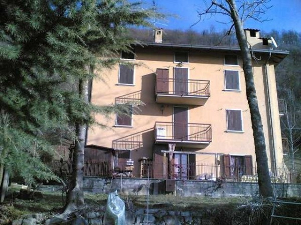 Appartamento in vendita a Val Brembilla, 3 locali, prezzo € 59.900 | Cambio Casa.it