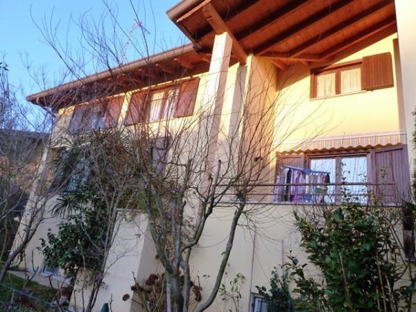 Villa in vendita a Limido Comasco, 6 locali, prezzo € 350.000 | Cambio Casa.it