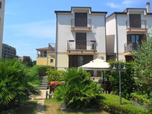 Villa in vendita a Milano, 5 locali, prezzo € 850.000 | CambioCasa.it