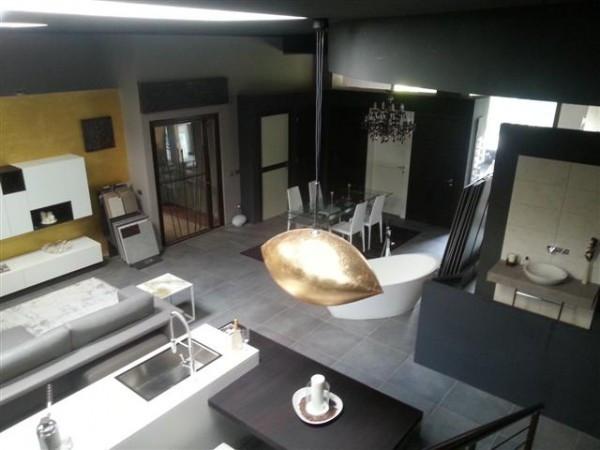 Attività / Licenza in vendita a Pavia, 2 locali, prezzo € 295.000 | Cambio Casa.it